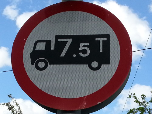 Weight restriction sign