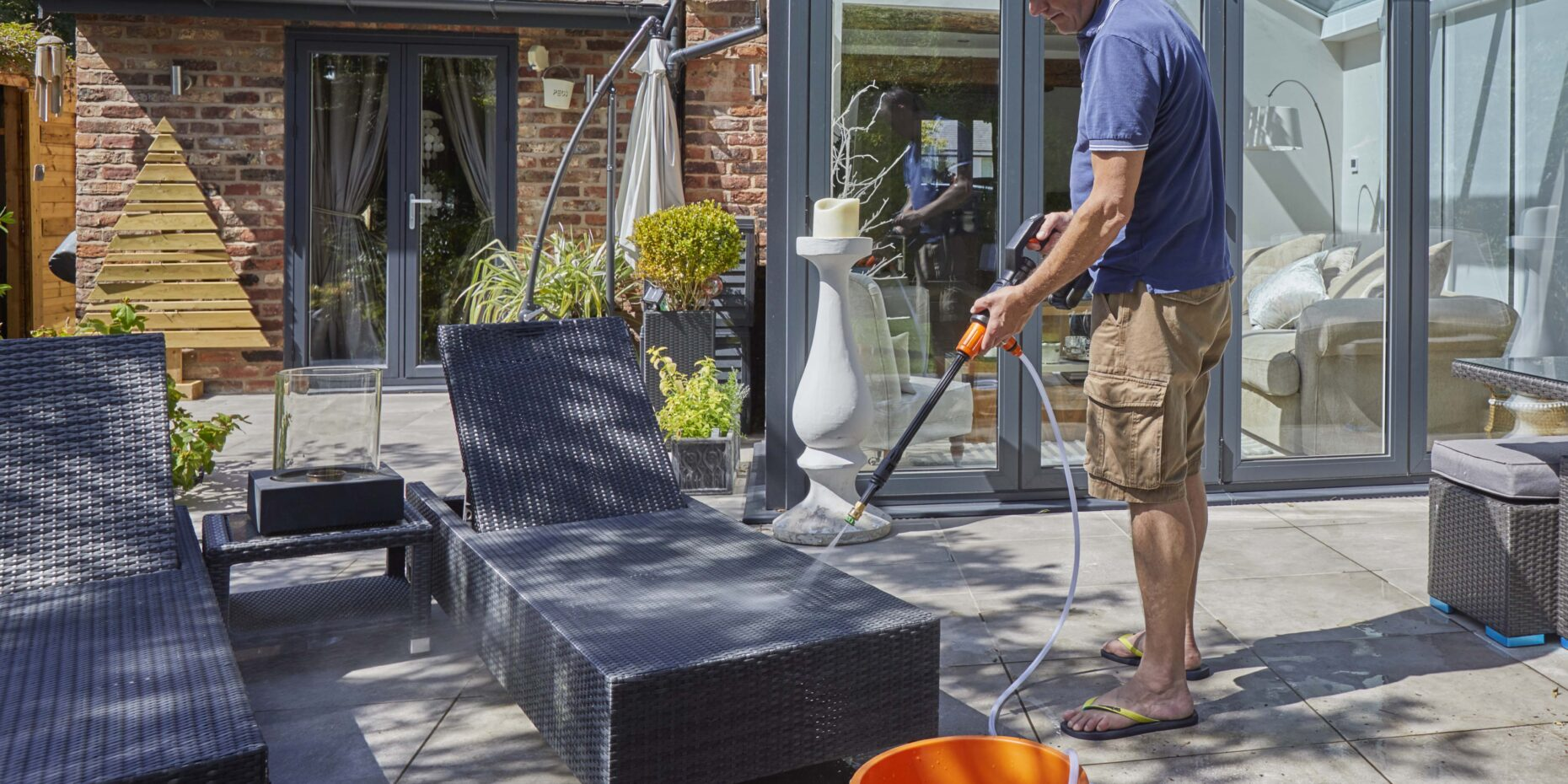cleaning garden loungers with cordless pressure washer