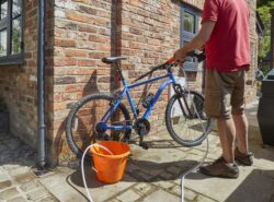 the Aguri power clean p40 power washer cleaning a bike
