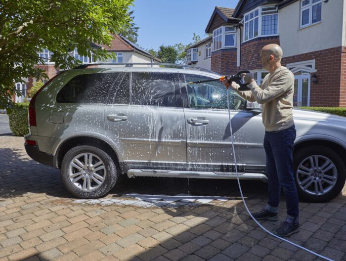 the Aguri power clean p40 power washer cleaning a car